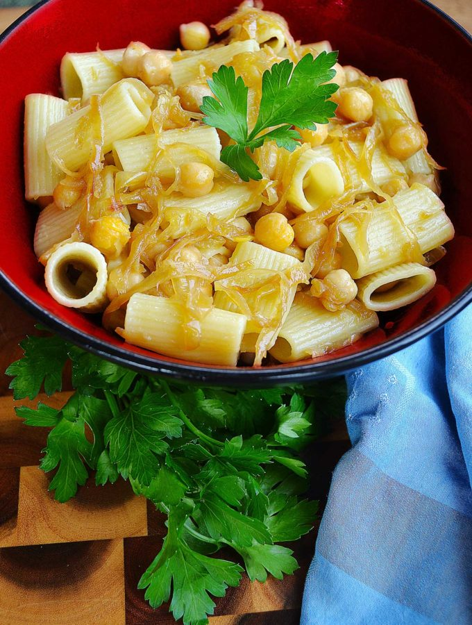 chickpea & caramelized onion pasta