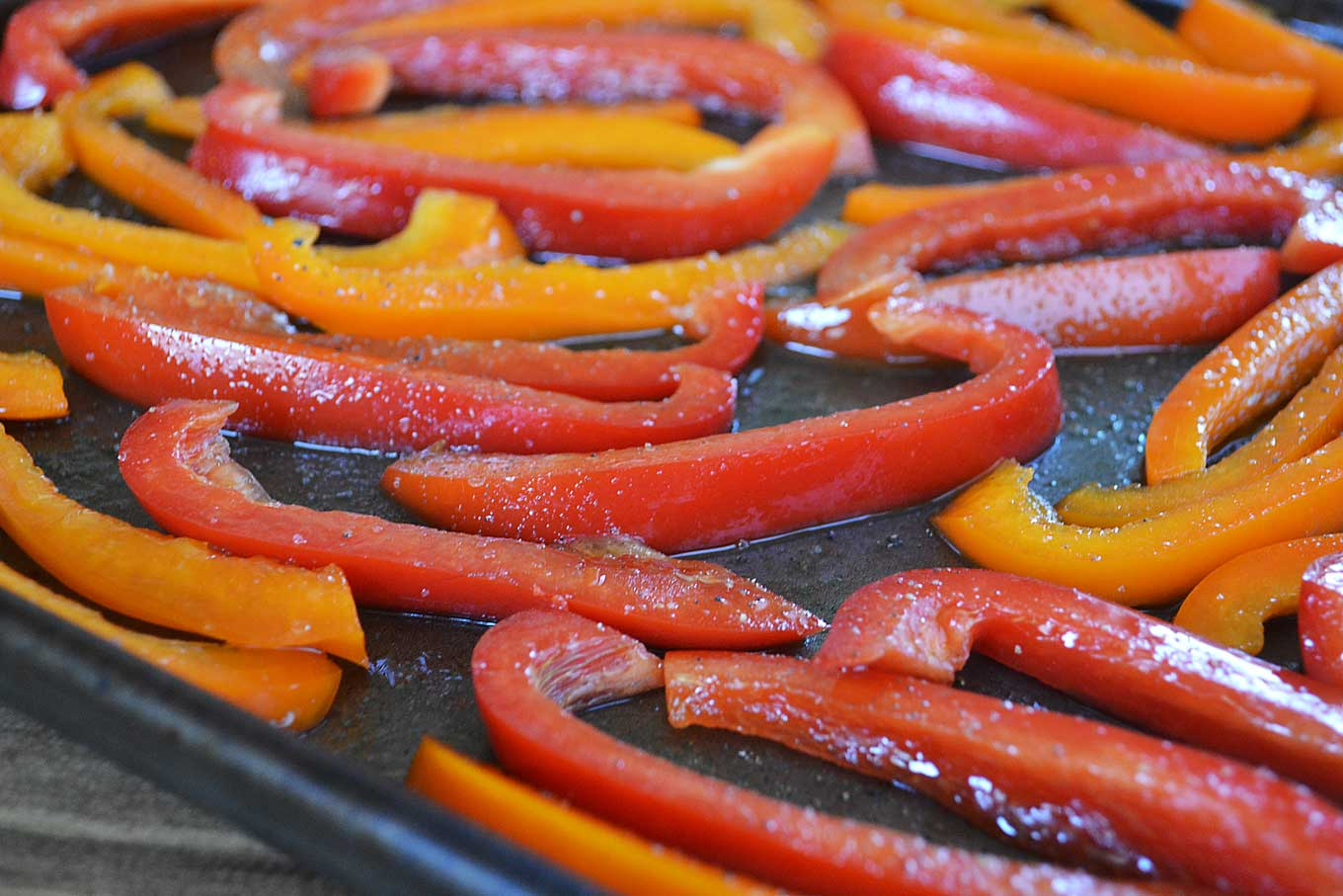 add oil to sliced peppers