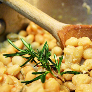 rosemary infused navy beans | rusticplate.com