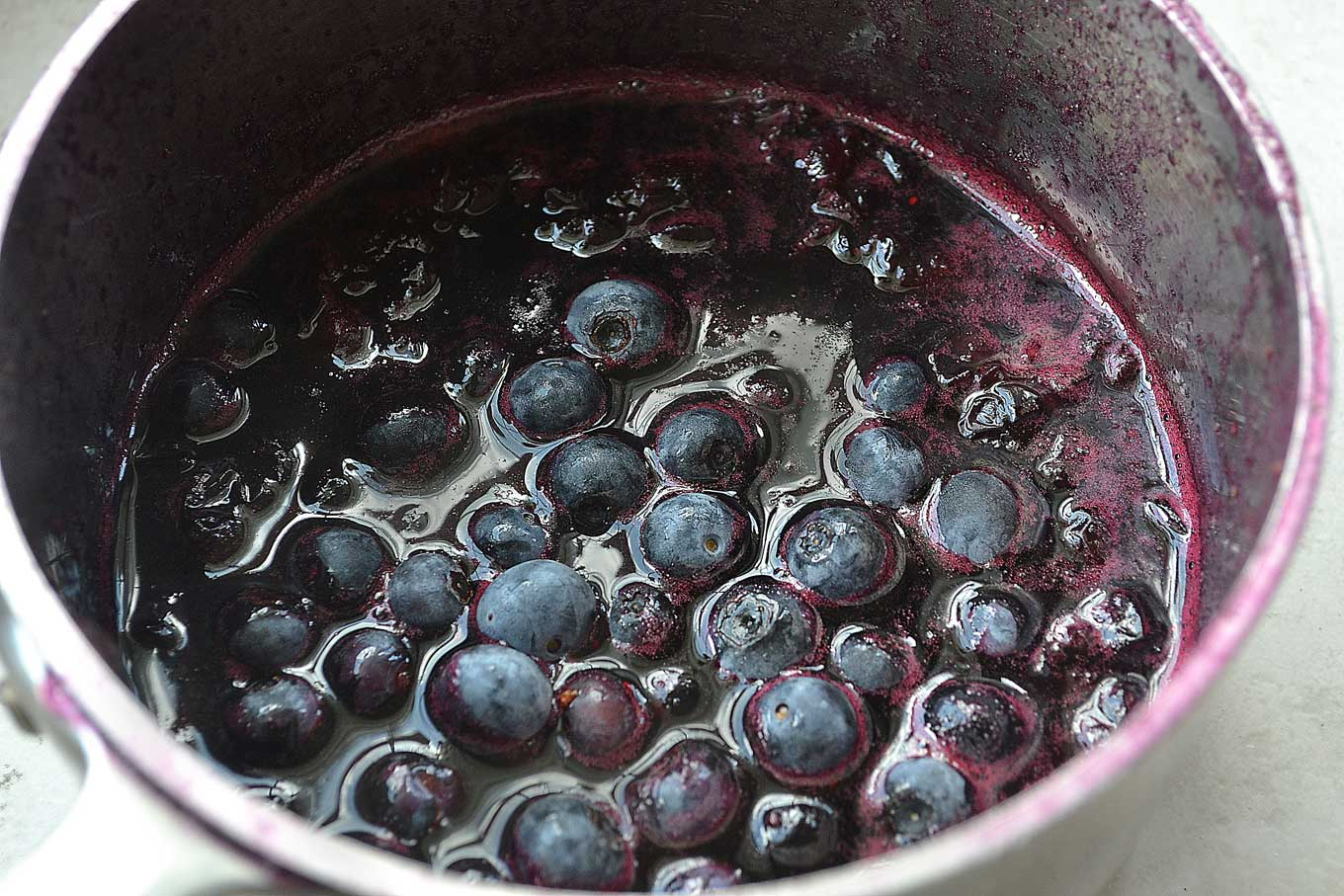 Cooked blueberries for compote