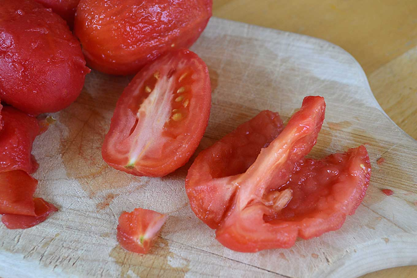 deseed-and-remove-sprout from tomatoes