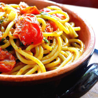 spaghetti with pomodorini & pesto | rusticplate.com