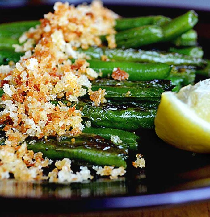 green beans with toasted panko breadcrumbs | rusticplate.com